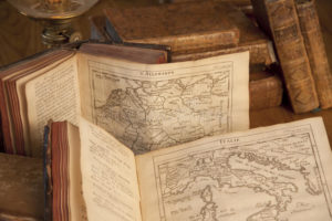 d30-table-noble-library-DnD-books-maps